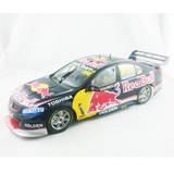1:18 Lowndes / Luff 888 10 Years in Austalia Red Bull Holden VF Classic Carlectables incl. Book 18541